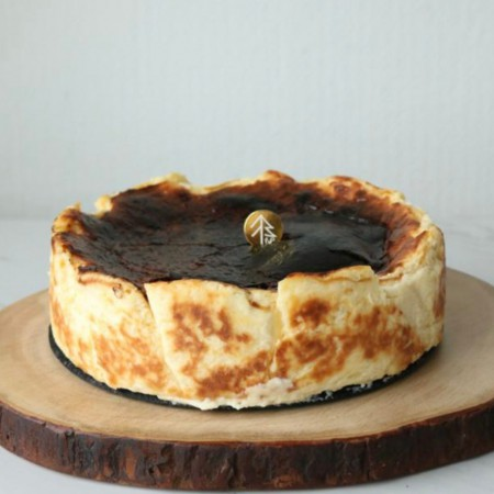 Basque Burnt Cheesecake (8 Inch)
