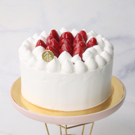 Vanilla Strawberry Cloud Cake (6 Inch)